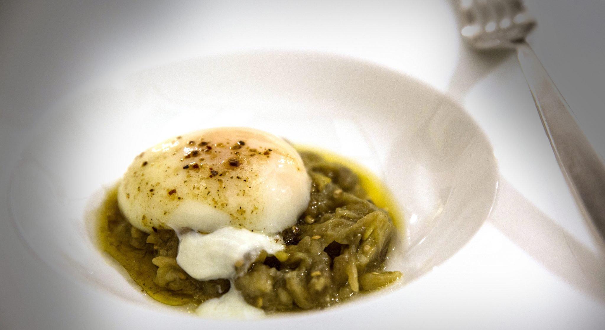 uovo e melanzane ricetta di igles corelli e sara farnetti