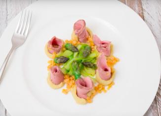 filetto di vitello con crema di lenticchie e asparagi