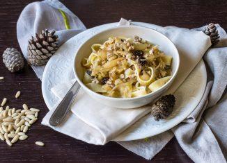 Pasta con cavolo cappuccio, vitello, uvetta e pinoli teresa balzano