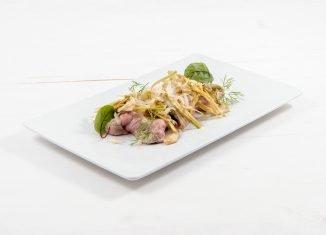 Fettine scottate in olio e zenzero con insalata di carciofi e parmigiano