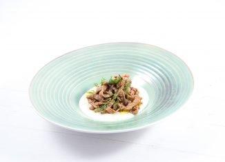 Straccetti di vitello marinati alla soia, miele e lime su crema di sedano rapa Stefano De Gregorio