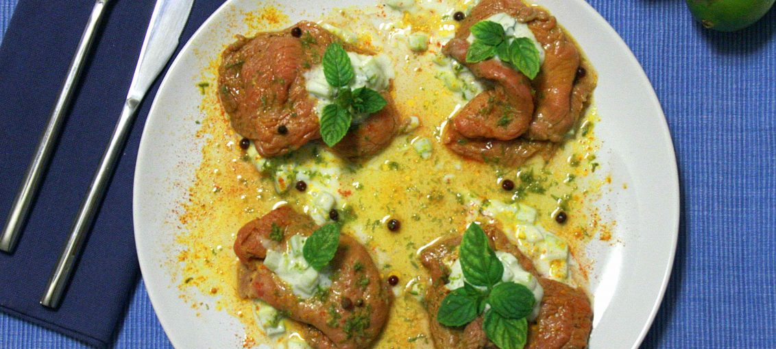 Vitello marinato con salsa allo yogurt, cetriolo e menta