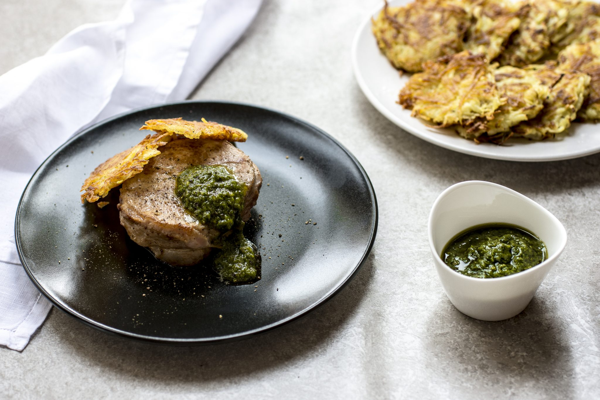 Tournedos di filetto con pesto e rösti di patate