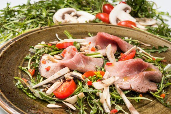 Roastbeef con girasoli e funghi, una ricetta di chef Nicola Batavia