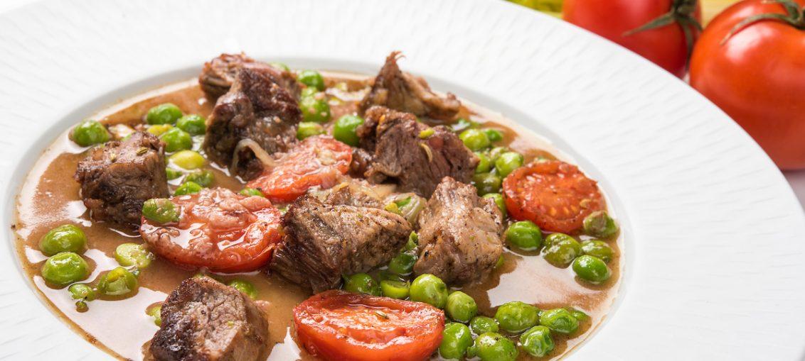 bocconcini di arrosto con sughetto piselli e pomodori