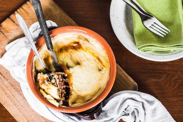 Una forchettata di grecia con la moussaka di vitello