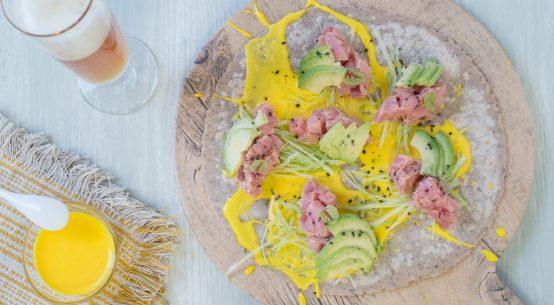wrap con tartare di filetto, avocado e maionese allo zafferano