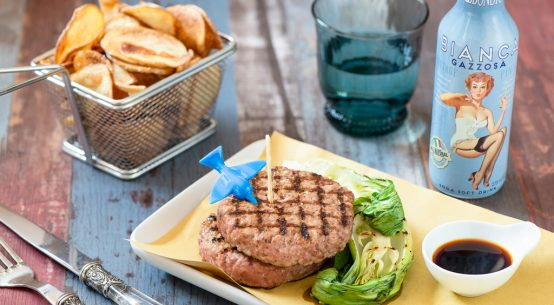 hamburger con pak choi