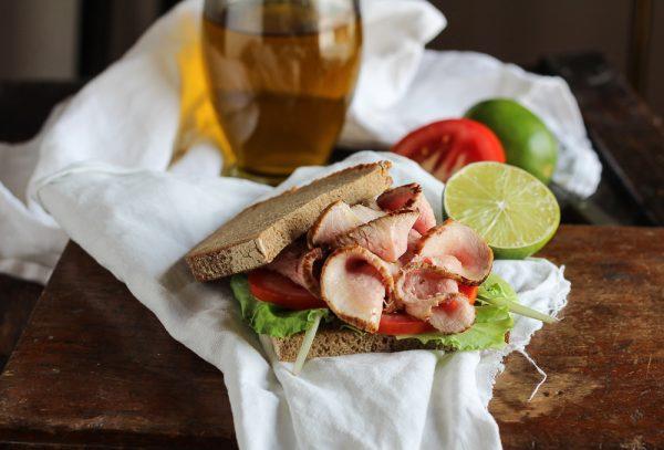 Sandwich di vitello alla senape e miele