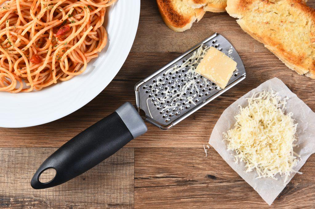 Parmigiano Reggiano: come riconoscerlo, gustarlo e abbinarlo per le ricette