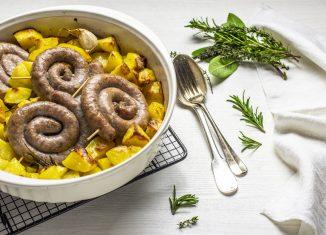 salsiccia di vitello e patate al forno