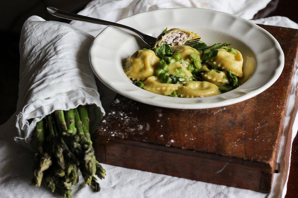 ricetta ravioli ripieni burro asparagi e mentuccia