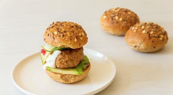 hamburger di vitello con pane ai cereali antichi