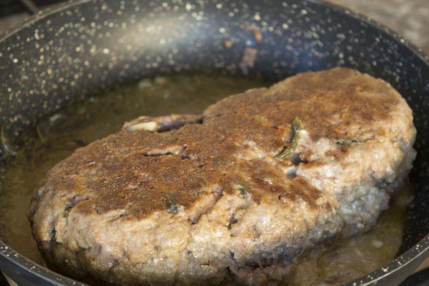 polpettone di carne in padella