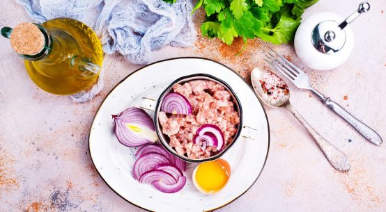 mangiare-carne-cruda