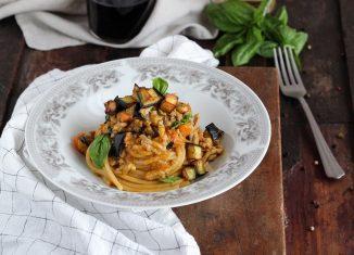spaghetti al sugo di vitello e melanzane