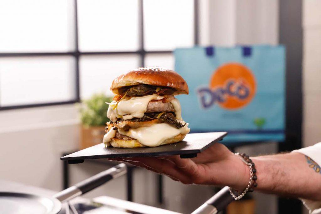 doppio hamburger di vitello con friarielli e scamorza